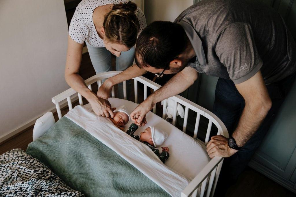 marije-elizabeth-photography-newborn-babyshoot-tweeling-twins-apeldoorn-kampen-zwolle-ijsselmuiden-newbornfotograaf-lifestyle-